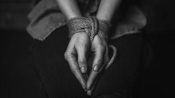 الأمن يوضح قصة الفتاة المقيدة في عمان