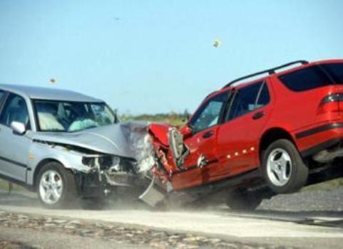وفاة شخصين وإصابة أربعة آخرين إثر حادث تصادم في العاصمة