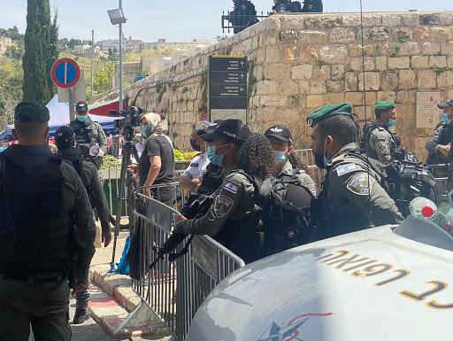الجيش الاسرائيلي يعيق وصول المصلين للمسجد الأقصى