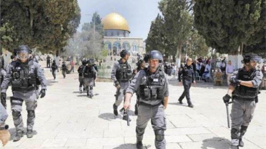 قوات الاحتلال تعتدي على المصلين القادمين للأقصى