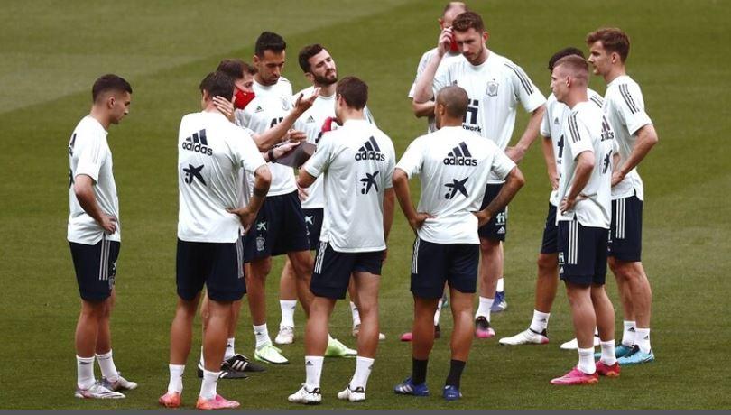 إسبانيا تستدعي 5 لاعبين إضافيين لمعسكر تدريبي بعد إصابة بوسكيتس بكورونا