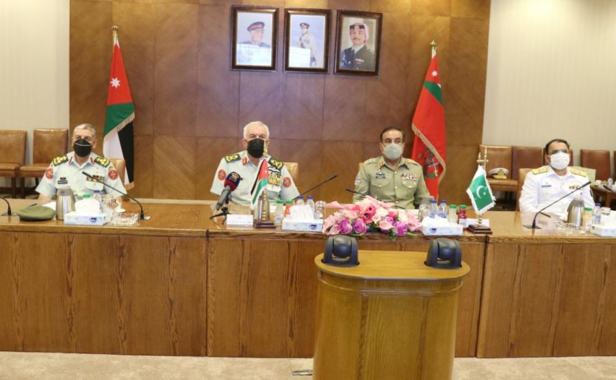 الحنيطي يستقبل نظيره الباكستاني ويتابع تمريناً عسكرياً