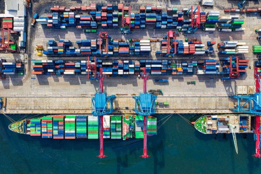 اقتصاديون وجود ناقل وطني بحري مهم للاقتصاد الوطني