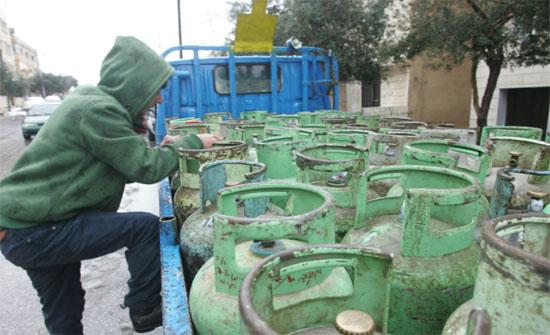 العمل ونقابة المحروقات توفران 500 فرصة عمل تحميل وتنزل أسطوانات الغاز