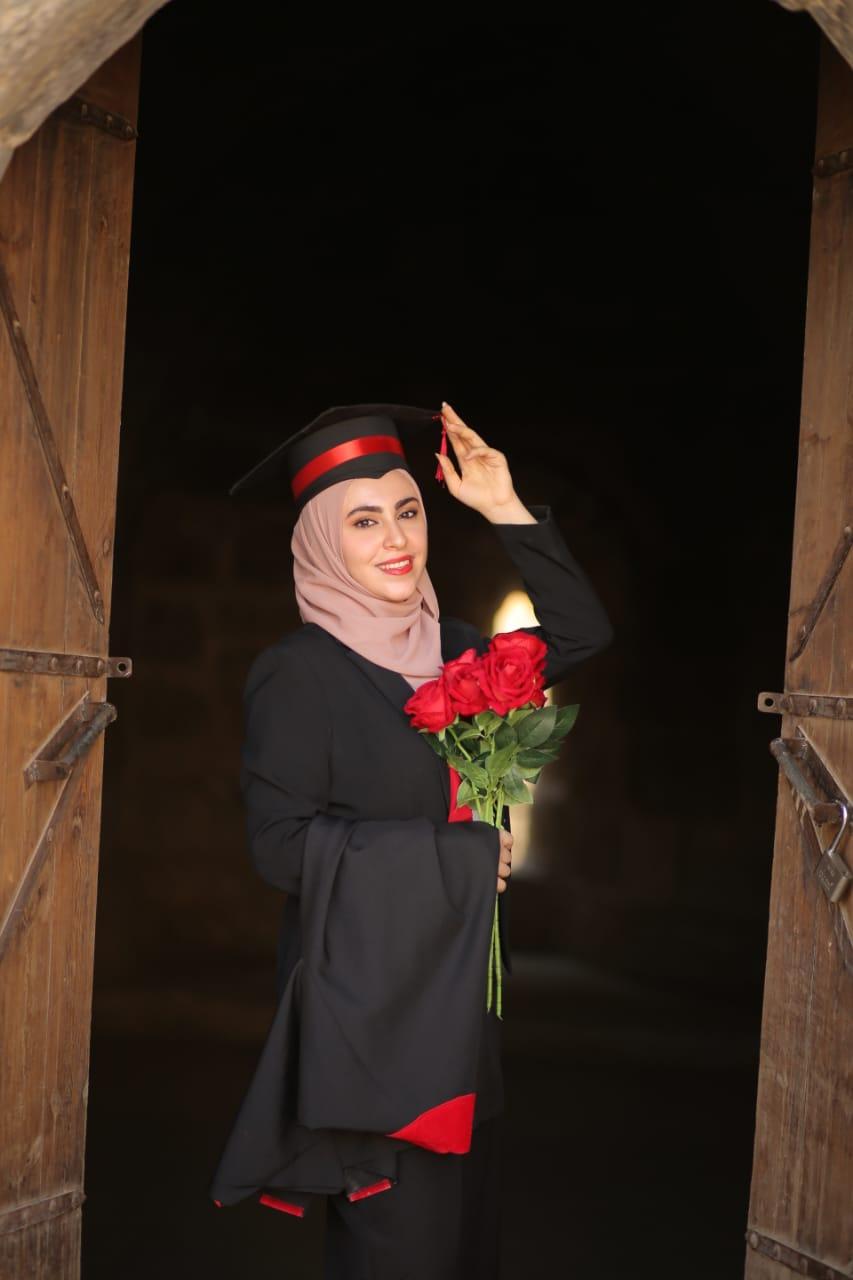 لجين المومني مبارك التخرج