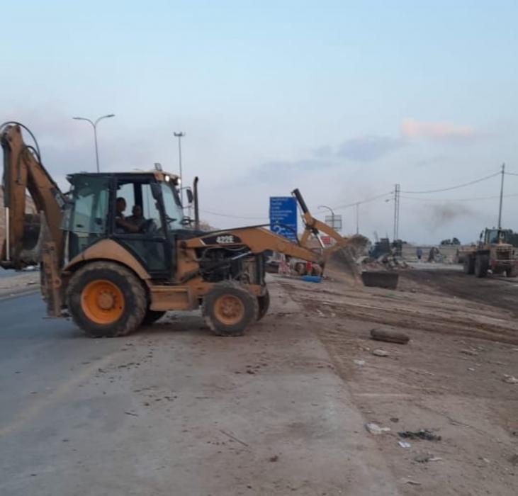 كوادر بلدية الزرقاء تزيل 200 طن من مخلفات الأضاحي