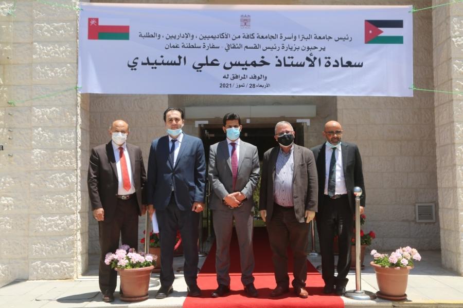 الملحق الثقافي العماني يزور جامعة البترا