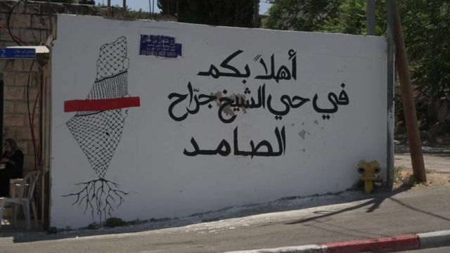 الاحتلال يجمد قرار تهجير ثلاث عائلات من حي الشيخ جراح