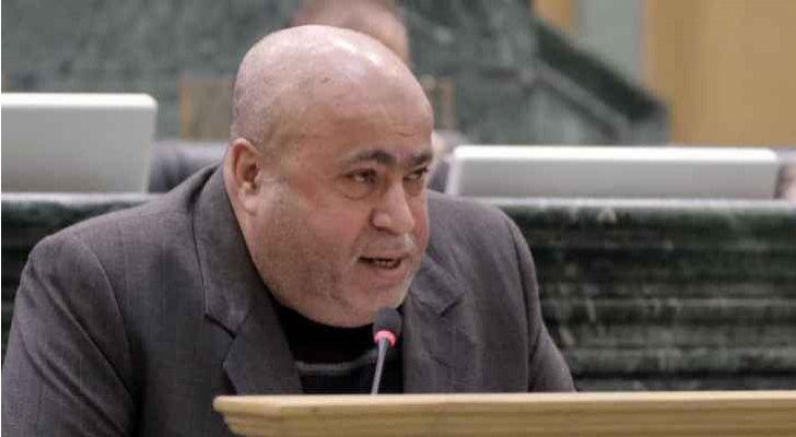 عطية يُمطر حكومة الخصاونة باستفسارات عن مشروع الناقل الوطني