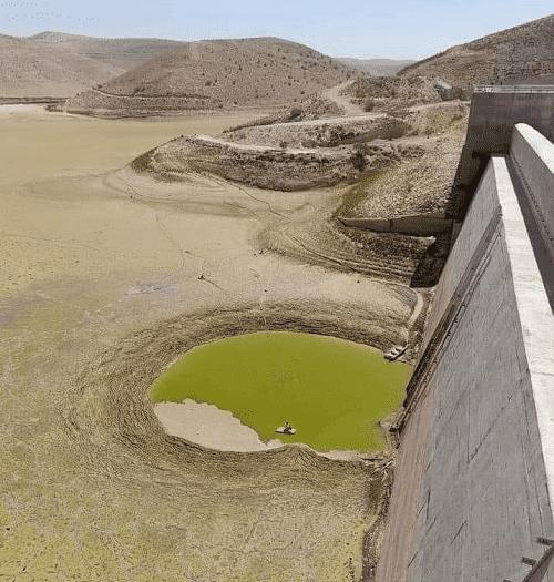 مزارعو وادي الأردن وزير مياه سابق يتحمل مسؤولية جفاف سد الوالة
