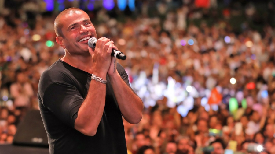 عمرو دياب يحدث ضجة في العقبة والتذاكر خليك فاكرني وأعداد الحضور العالم الله قد إيه