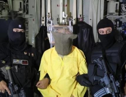 لحظة القبض على نائب زعيم تنظيم داعش بالعراق - صورة