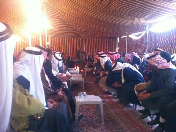 محافظ العاصمةإعادة 8 عائلات إلى منطقة حي نزال بعد جلوتهم عشائريا
